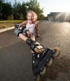 Девушка катаясь на коньках outdoors Стоковое Изображение