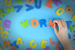Девушка кладет из пестротканых писем работу слов Красивая предпосылка с виньеткой Стоковые Фотографии RF