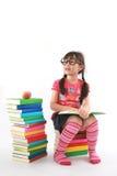 девушка книги меньшее чтение Стоковая Фотография