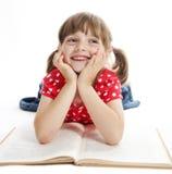 девушка книги меньшее чтение Стоковое Фото