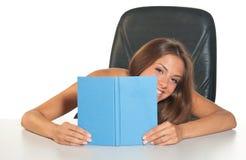девушка книги предназначенная для подростков Стоковые Фотографии RF