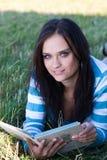 девушка книги стоковые изображения rf
