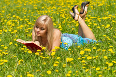 девушка книги Стоковая Фотография