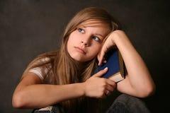 девушка книги стоковое фото rf