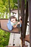 девушка конструкции около ржавчины Стоковая Фотография RF
