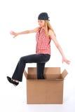 девушка коробки вне шагая Стоковое фото RF