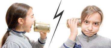 Девушка которая кричащая и девушка сердитая кто слышит Стоковая Фотография RF