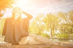 Девушка красоты в саде китайского стиля Стоковые Фотографии RF