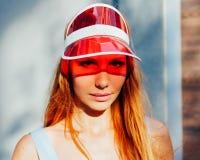 Девушка красоты портрета лета рыжеволосая Стоковые Фото