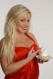 Девушка красоты с тортом стоковое фото