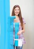 Девушка крася экран Стоковая Фотография RF