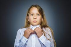 Девушка крупного плана унылая с потревоженным усиленным выражением стороны стоковое изображение rf