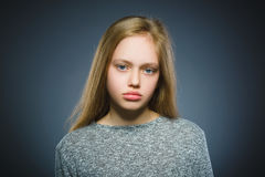 Девушка крупного плана унылая с потревоженным усиленным выражением стороны Стоковые Изображения