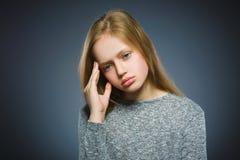 Девушка крупного плана унылая с потревоженным усиленным выражением стороны Стоковое фото RF