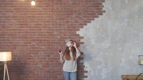 девушка курит vape сток-видео