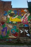 Девушка летания искусства улицы Kutaisi стоковые изображения