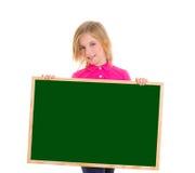 Девушка малыша ребенка счастливая держа пустое copyspace классн классного Стоковые Изображения RF