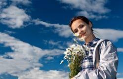 девушка маргариток букета Стоковое Фото