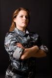 девушка маскировочной одежды стоковое изображение rf
