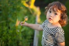 Девушка малыша в портрете сада Стоковое фото RF