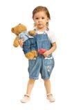 Девушка малыша с плюшевым медвежонком в джинсах Стоковое Фото