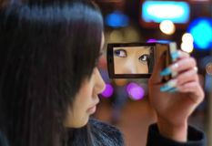 девушка меньшее зеркало Стоковые Фото