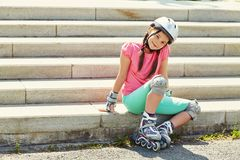 девушка меньшие коньки ролика Стоковая Фотография