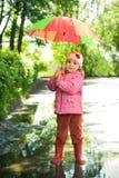девушка меньший зонтик Стоковые Изображения RF