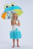 девушка меньший зонтик Стоковые Изображения
