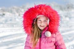 девушка меньший снежок стоковые фото