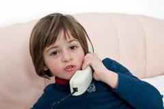 девушка меньший телефон spaking Стоковая Фотография RF