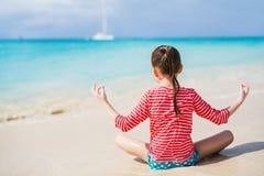 девушка меньшяя каникула стоковое фото rf