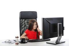девушка меньшяя таблица офиса стоковая фотография rf