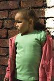 девушка младенца черная играя детенышей Стоковое Изображение