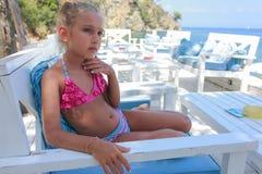 Девушка морем стоковое фото