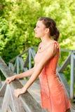 девушка моста стоковые фотографии rf