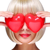 Девушка моды белокурая с красными сердцами Стоковое Изображение RF
