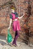 Девушка моды перед кирпичной стеной стоковое фото rf