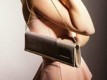 Девушка моды с элегантной сумкой сумки Стоковое Изображение RF