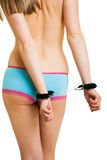 девушка надевает наручники трусы Стоковые Изображения