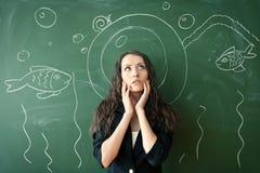 Девушка над chalkboard с смешным изображением Стоковые Фото