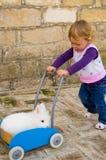 Девушка нажимая кролика Стоковое Изображение