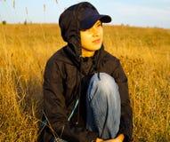 Девушка наслаждается красотой природы Стоковое фото RF