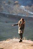 Девушка наслаждаясь солнцем стоковое изображение rf