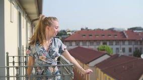 Девушка на балконе видеоматериал