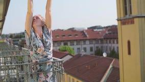 Девушка на балконе сток-видео