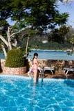Девушка на бассейне во время дня Стоковые Изображения
