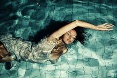 Девушка на бассейне Стоковое Изображение RF