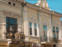 Девушка на балконе Стоковое Фото
