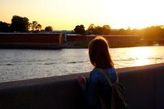 Девушка на береге Стоковые Изображения RF